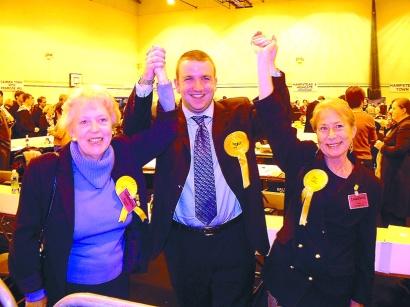 Liberal Democrats advance in 2002